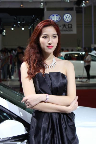 2012年青岛秋季国际车展美女模特(5)
