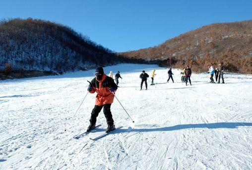 济南卧虎山滑雪场