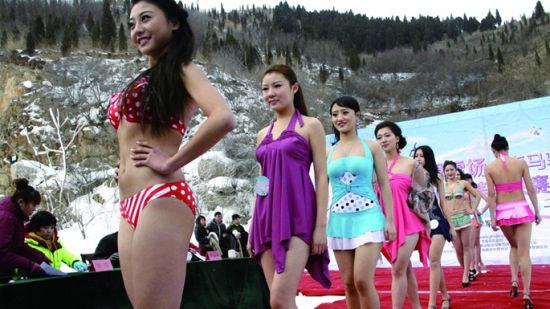 冰雪美人在比基尼展示环节比赛中