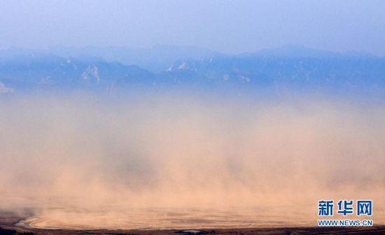 雾气蒸腾 如黄沙漂浮