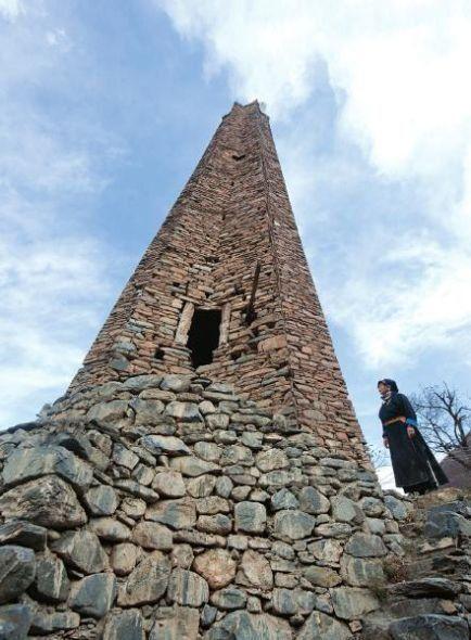 在当地居民的记忆中,碉楼是童年时玩耍的好去处,它的兴衰过往被口口相传。
