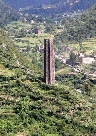 """半个多世纪来,已经倾斜2.3米,经历3次大地震而屹立不倒,被称为中国版的""""比萨斜塔""""。"""