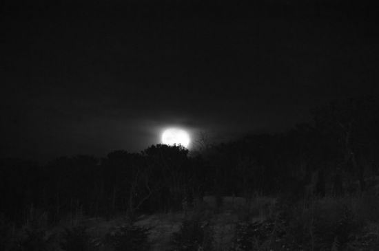 月悬于崮山