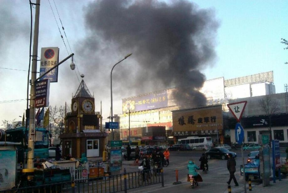 济南泺源大街附近失火