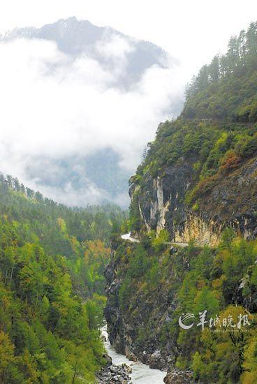 过了然乌湖,美丽的高原峡谷