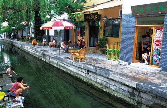 曲水亭街将济南人的泉水情结表现的淋漓尽致。
