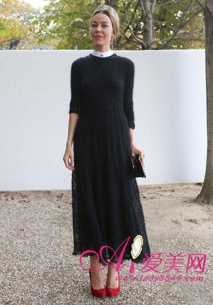 推荐搭配:五分袖黑色蕾丝长裙