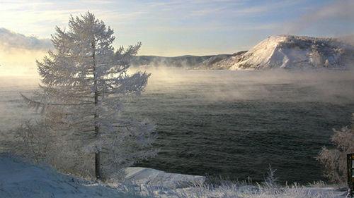 在贝加尔湖可以体验独一无二的航行冒险,它位于俄罗斯最宝贵的国家公园中。