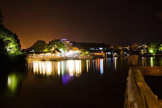 乌镇夜色中的小桥流水