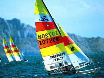 马赛小海湾被列为其国家公园,时常会举办世界级水上赛事。