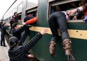 2010年,列车员协助窗口上车