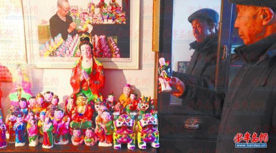 国家级非物质文化遗产传承人聂希蔚老人创作了不少泥塑造型 。