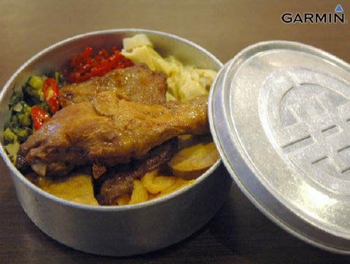 7-11便当的原型:鸡腿、黑猪肉片、油豆腐、卤蛋、腌萝卜跟黄瓜。