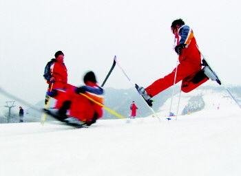 徂徕山滑雪 刘水 摄