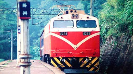 沿着铁路去旅行