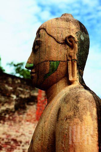 随着佛教在印度衰落,斯里兰卡成为南传佛教的中心