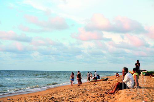尼甘布的海滩不算非常优质,却是离开兰卡前停顿小憩的佳选