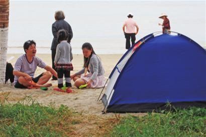 找个天然海滩,扎帐篷,烧烤也是很不错的