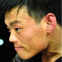 青岛义丐亮亮乞讨做慈善 网友尊称零钱哥