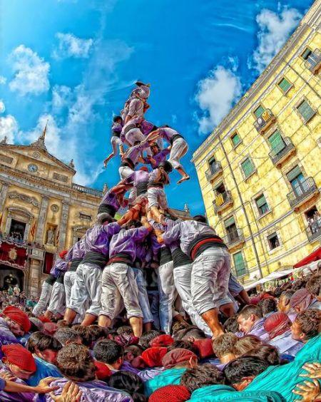 西班牙叠人塔