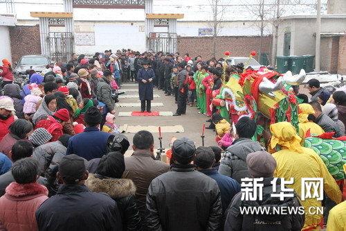 祭祀仪式现场挤满了村民