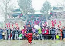 济南大明湖春节庙会绝技表演