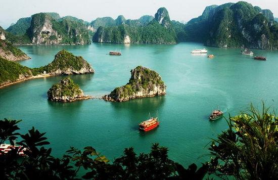 下龙湾有海上桂林之称