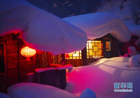 这是黑龙江双峰林场一处旅馆夜景。