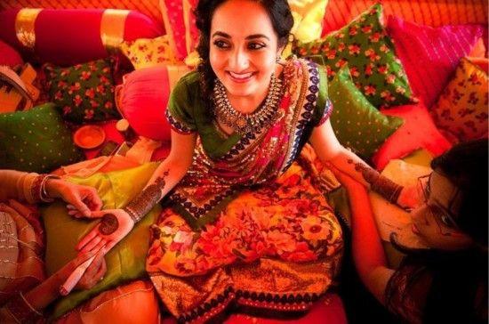 在默罕迪仪式,即一项婚前仪式上,拉贾斯坦邦民间舞者起舞。在这一仪式中,新娘的手脚都会被装饰上指甲花纹身。