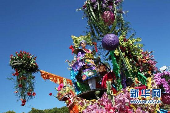3月2日,在法国南部海滨城市尼斯举办的尼斯狂欢节上,引领中国代表团的花车装扮着中国龙。