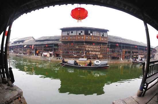 绍兴安昌古镇沿河的老街