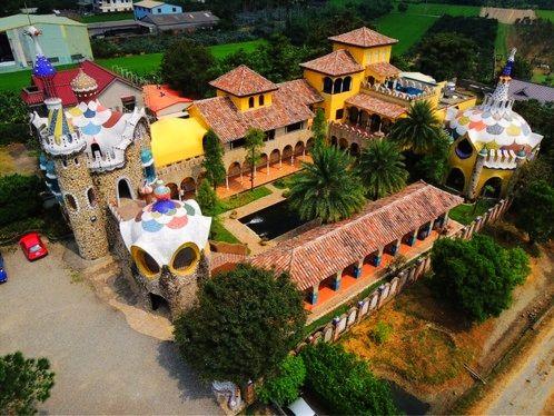 摩尔花园餐厅充满魔幻且童趣的丰富绚丽色彩