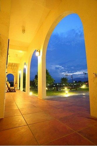 挑高广阔的回廊设计是热门的拍照景点
