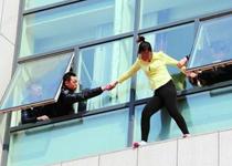 青岛25岁女青年催婚不成欲跳楼