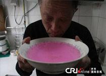 济南小区自来水成紫红色 居民吃水困难
