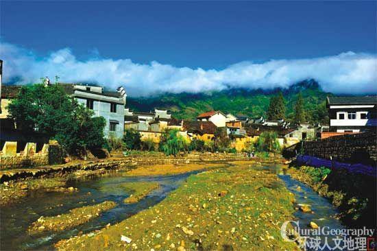 溪流穿过村子