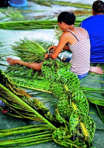 就地取材的草编手艺是岛民的拿手好戏