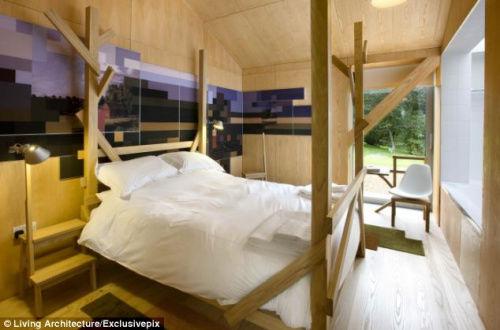 度假屋内的卧室。