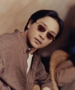1994年电影《金枝玉叶》饰演顾家明。