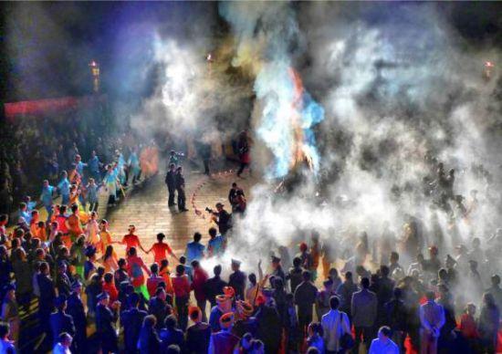 仡佬族篝火联欢晚会