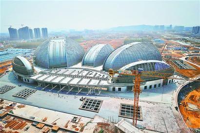 十艺节主场馆大剧院的外立面已经基本建成 记者郭尧 摄□本报记者 曹莫