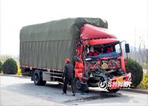 济南公交被撞翻二十余人受伤