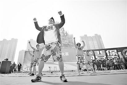 黄台家居舞蹈队带来的《家居Style》获得了本场比赛的第一名 记者郭尧 摄