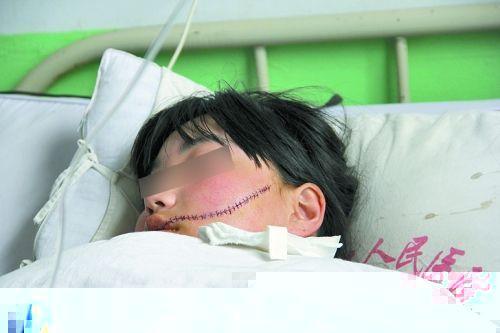 女人用手输液的图片_伊川县实验中学一女生因与同学言语不图片