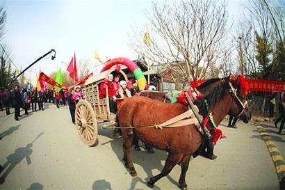 山东青岛近郊六大节会抢游客 21万游客忙下乡