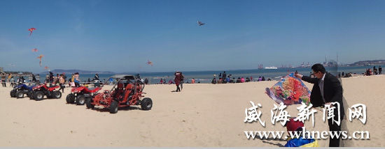 4月4日,游人在海上公园享受春天的惬意。 墨林 摄