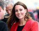 凯特王妃造访皇家海军大红外套气质高贵