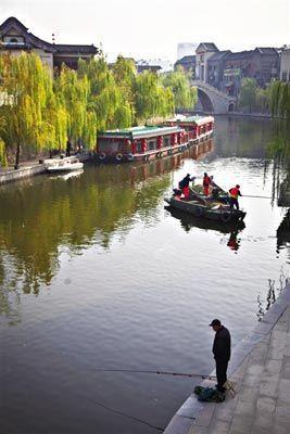 """济宁紧邻古运河的市中心一带风光旖旎,宛若江南,素有""""江北小苏州""""之称。"""