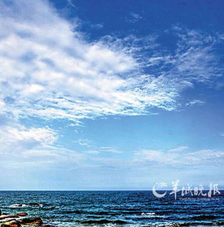 蓝天白云,海风轻拂