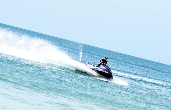 苏梅岛近海是水上运动的天堂 刘潺 摄